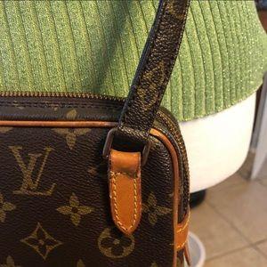 Louis Vuitton Bags - Crossbody Louis Vuitton crossbody